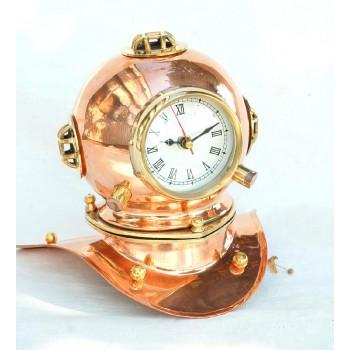 Часы в медном водолазном шлеме.