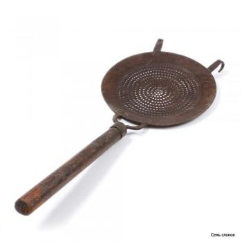 Шумовка металическая с деревянной ручкой